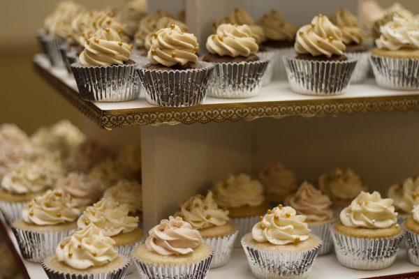 Jak korzystać z formy silikonowej? Czy przygotowanie w niej muffinek jest trudne?
